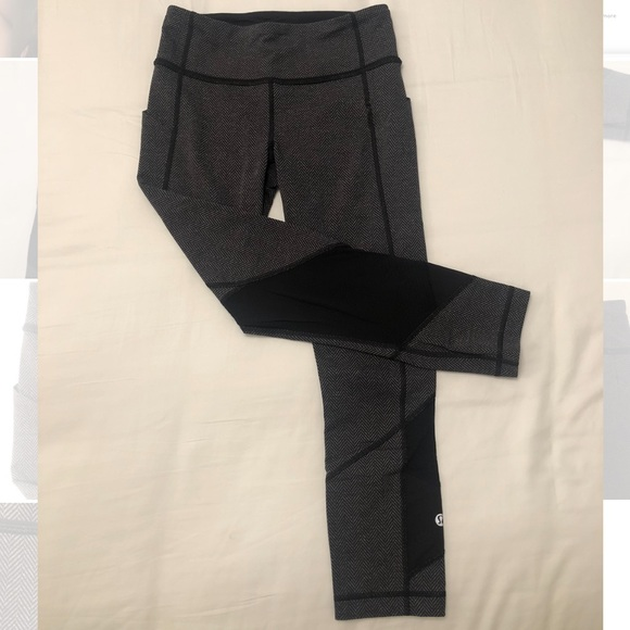 lululemon athletica Pants - Lululemon Chevron Cropped Legging